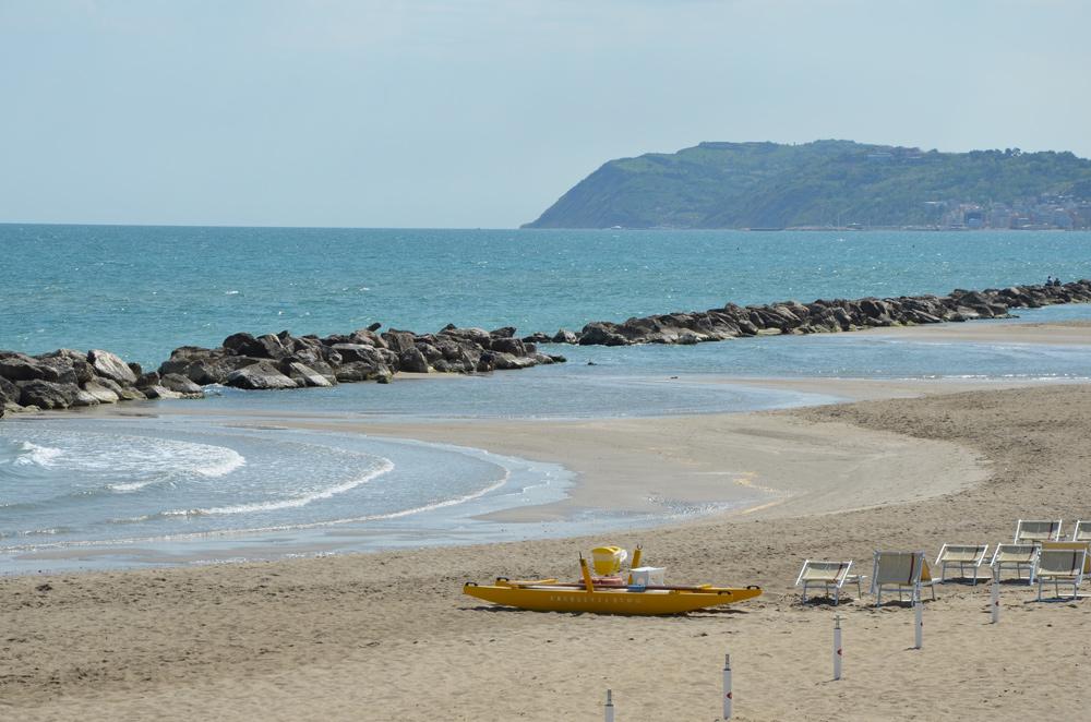 Matrimonio Spiaggia Misano Adriatico : Imgdesc